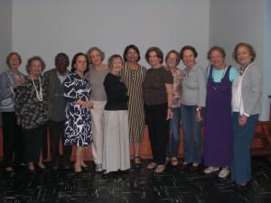 Isabel (no centro, de vestido listrado) com as frequentadoras do Círculo