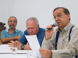 Gabriel Lacerda (com o microfone), Carlos Acselrad (centro) e Jacques Gruman