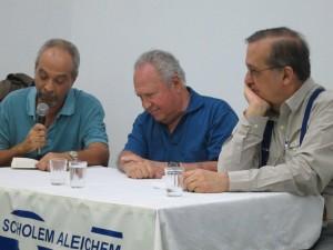 Jacques Gruman apresenta os debatedores