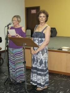 Elisa Milech (lendo) e Fanny Cytryn, frequentadoras do Círculo de Leitura da ASA