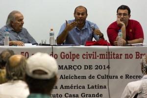 Mílson Betancourt (com o microfone), João Luiz Duboc Pinaud, mediador Carlos Gustavo Tamm