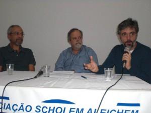 Sergio Rodrigues ao lado de Marcio Scalercio e do diretor Jacques Gruman
