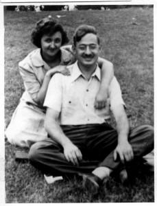 Julius e Ethel num parque, c. 1942
