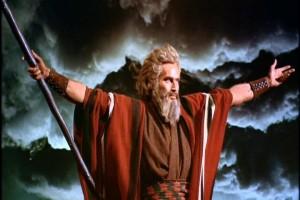 Charlton Heston (Moisés) em Os Dez Mandamentos, 1956