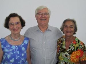 Anita Leocadia (à esq.) e outros dois netos de Prestes, Roberto Nicolsky e Iracema Prestes Brandão, logo depois da palestra